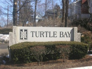 sign to the entrance of turtle bay condos branford ct